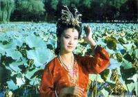 王熙鳳一個醜陋舉動,暴露了王家的家底和賈府相差十萬八千里!