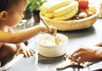 寶寶六個月,除了喝母乳,還能添加哪些輔食?