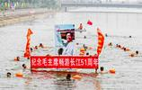 50名游泳愛好者噗噗通通跳進家鄉小河 倡導全民健身科學游泳