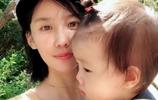河北華夏幸福球員趙明劍的妻子,晒出自己的兩個萌娃,非常可愛