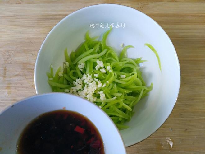 萵筍這麼做簡單又好吃,一切一拌,爽脆開胃,每次能下兩碗飯