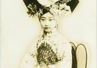 溥儀準弟妹痴戀溥儀,多次進精神病院糾纏,被溥儀厭棄終身未嫁