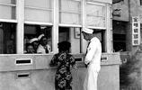 老照片:70年前在臺灣逍遙的美軍,圖4美軍領著臺灣女子回宿舍!