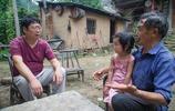 這個山村人為啥要搬家,夯土牆房子很少見,人們種田天天防野豬