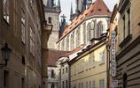 這座城市整個被列為世界文化遺產,有著無數教堂和城堡
