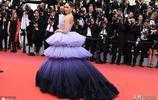 泰國范冰冰再現戛納紅毯,穿露肩裹身裙秀身材,曾挺著孕肚走紅毯