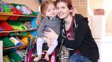 英國6歲女孩患怪病,風太大都能骨折