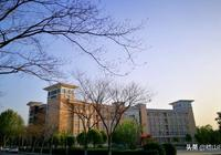 中原工學院簡介 原名鄭州紡織工學院隸屬紡織工業部