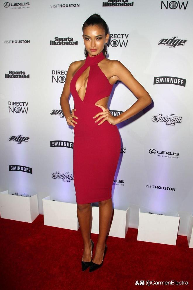 Kelly Gale紐約出席活動 紅色禮服配高跟鞋