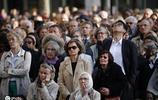 法國民眾出席彌撒活動 淚灑現場為巴黎聖母院祈福