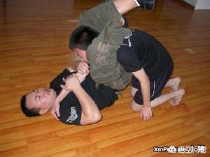 我是女生十八歲想學武術,為了鍛鍊身體和自衛,拳擊、空手道、柔道、跆拳道、散打、自由搏擊、巴西柔術這些哪個更好?