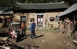 直擊|只有兩個人的村子,幽深隱祕,出行要穿越200米山洞
