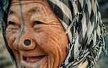 """這個部落往鼻子上塞木塞,以""""鼻孔大""""為美,認為這才是時尚潮流"""
