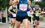 北京馬拉松跑到終點的美女值得尊敬,她們不是花瓶是運動健將