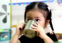 兒科醫生:這3個時間別催娃喝水了,孩子早晚出事,家長別無所謂