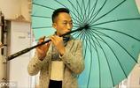太能吹了!農村小夥用磚頭雨傘做樂器,曾拒絕上央視和快本