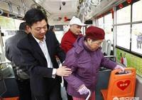 浙江杭州16歲少年公交車上因讓座八十歲老人慢了半拍而被一路追罵你怎麼看?