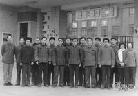 """清華芯片往事:三代清華人打造""""中國芯""""夢工廠"""