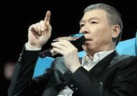 馮小剛綜藝節目上怒懟成龍,說給成龍個教訓,成龍面顯尷尬不吭聲