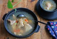 """燉的雞湯總像清水?做錯了這""""一步"""",難怪雞湯難喝肉難吃"""