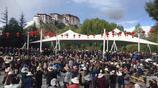 布達拉宮下藏族廣場舞熱鬧非凡 多民族一同加入慶祝國慶