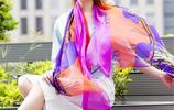 冬日穿羽絨服出門怎能不戴絲巾,尤其24~35歲女人,會搭才時髦