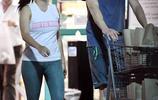阿芮爾·溫特跟男友超市購物,顯得兩人生活溫馨甜蜜!
