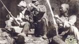 老照片再現手拿屠刀的侵華日軍:慘無人道,拿中國百姓練刺刀