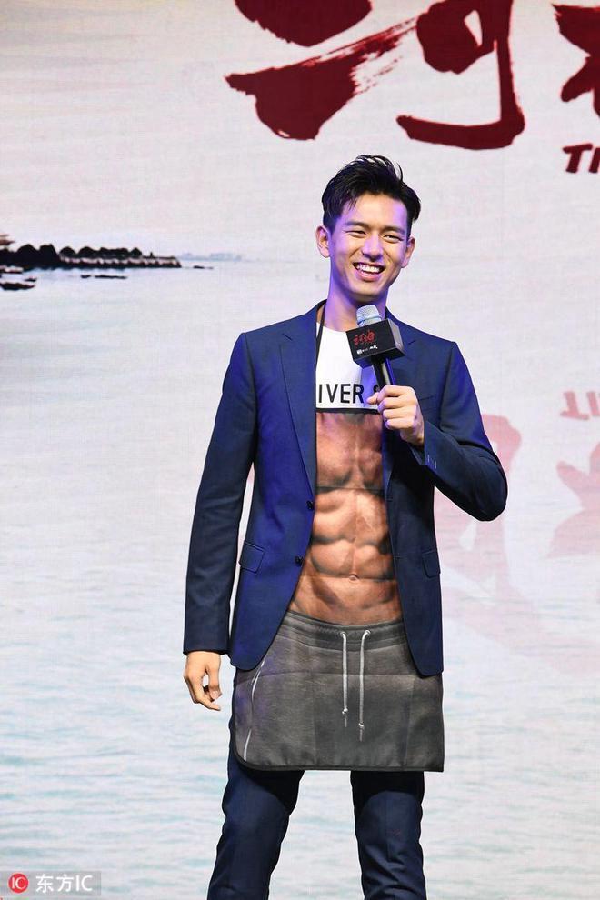 """《河神》慶功李現秀""""肌肉""""有喜感,小神婆露大長腿""""舞功""""了得"""