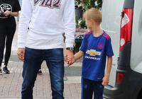馬蒂奇帶家人外出吃飯慶生,兒子已穿上了曼聯球衣