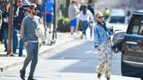 凱特·哈德森外出再次被拍,牛仔夾克搭配衛衣花褲,時髦又減齡