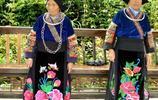 貴州千戶苗寨實拍:風雨橋上的阿姐,菜市場裡的奶奶,都是苗寨靚麗的風景