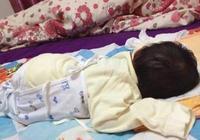 孩子睡覺踢被子,別以為是熱,這2種情況,家長不重視會影響發育