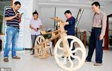 男子製作全木頭自行車,有人出價20萬都不賣,網友說出真相