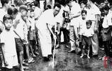 老照片:李光耀和他的新加坡