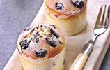 藍莓瑪芬 溼潤的瑪芬與酸甜多汁的藍莓非常搭配,試著做做看吧