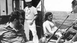 罕見老照片 英國女王真美 青年丘吉爾很虎氣 切格瓦拉休閒釣魚