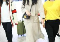 35歲韓雪現身機場,全身上下只穿了一個顏色,網友:也就她穿好看