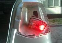 雪鐵龍愛麗舍的剎車燈為什麼是白色的?