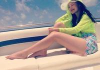 李沁成功減肥太自信!看到她海邊私圖後,網友:這腿我檸檬了