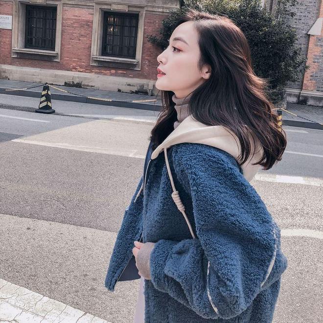 """到上海旅遊,滿大街流行""""韓版羊剪絨+闊腿褲"""",時髦減齡賊氣質"""