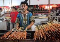 都說羊肉串是從新疆傳出來的,新疆人不幹了:新疆不吃羊肉串
