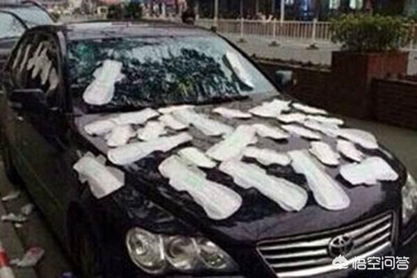 一輛瑪莎拉蒂車多次停在別人車位上,溝通無果後車位主把車砸了,對此你怎麼看?如果是你,你會怎麼做?