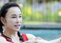 劉曉慶素顏游泳沒了PS和妝容皮膚是這樣 但鬢角和耳朵有點嚇人