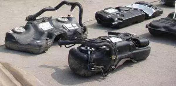 闢謠!油箱不加滿能省油?加滿會傷車?都是假的 不要在被騙了!