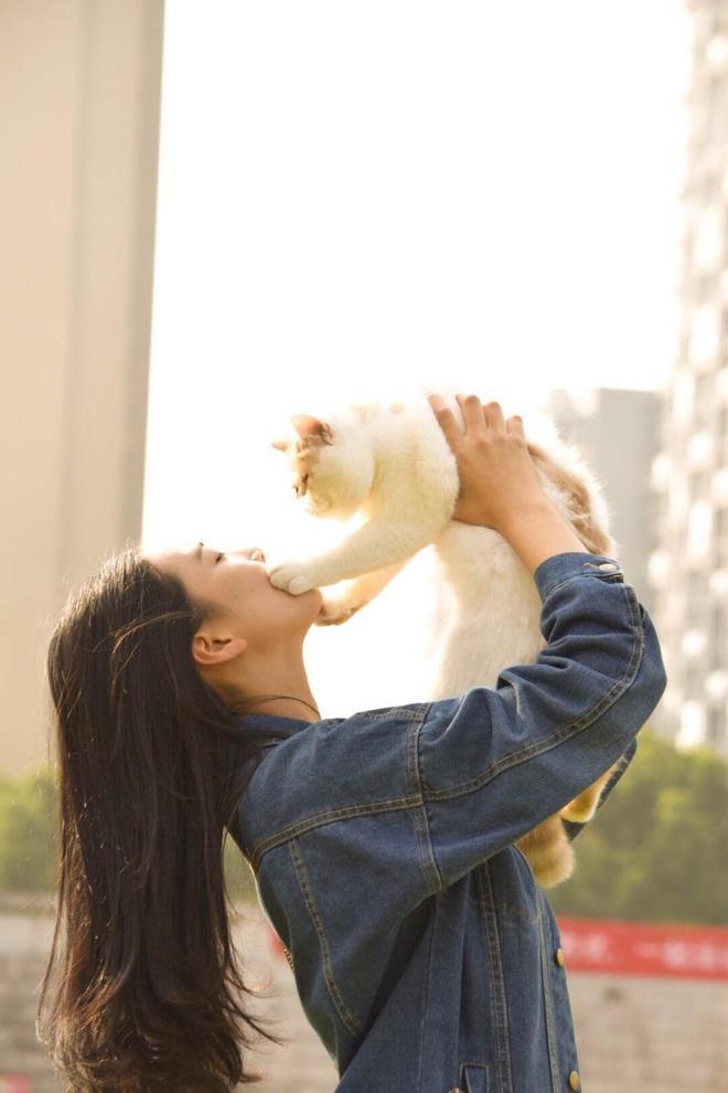 圖蟲人像攝影:加菲貓與少女