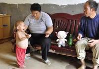 1歲孩子肚子大如球,醫生竟說孩子腹中有胎兒,父母嚇壞了