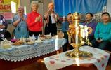 實拍:在俄羅斯,麵包圈是掛在脖子上吃的