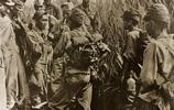 二戰日本投降,不可一世的日軍變得卑微,連天皇陛下也矮了三分
