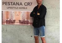 C羅喬治娜視察非洲CR7酒店!一家三口被晒黝黑 戴安全帽儼然建築工